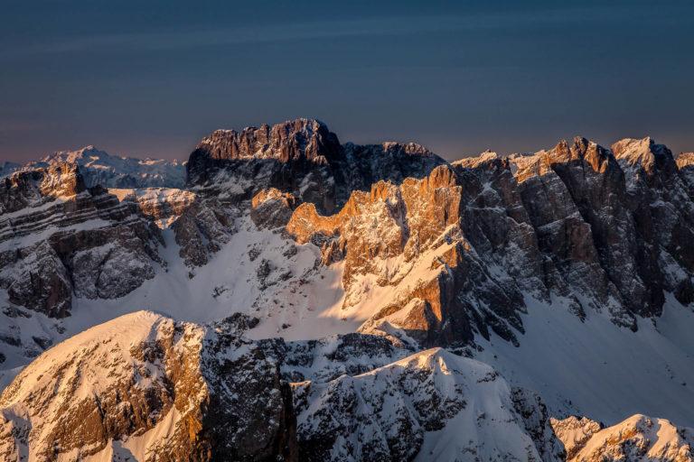 Dolomiti montagne Val Gardena Alto Adige alba paesaggio invernale neve vista aerea