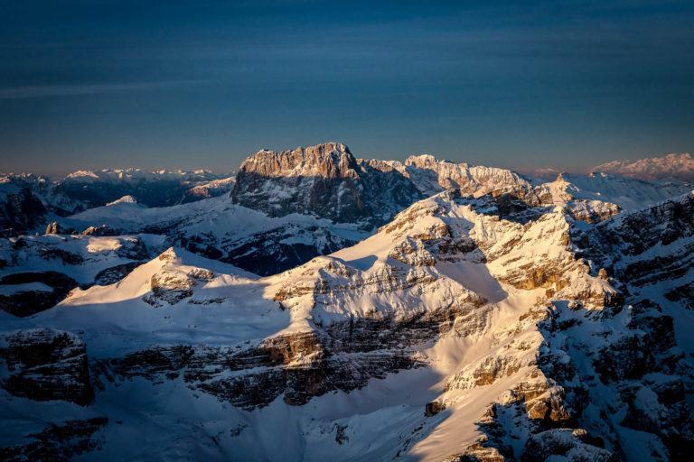 Val Gardena Dolomiti Alto Adige vette alba paesaggio invernale neve vista aerea