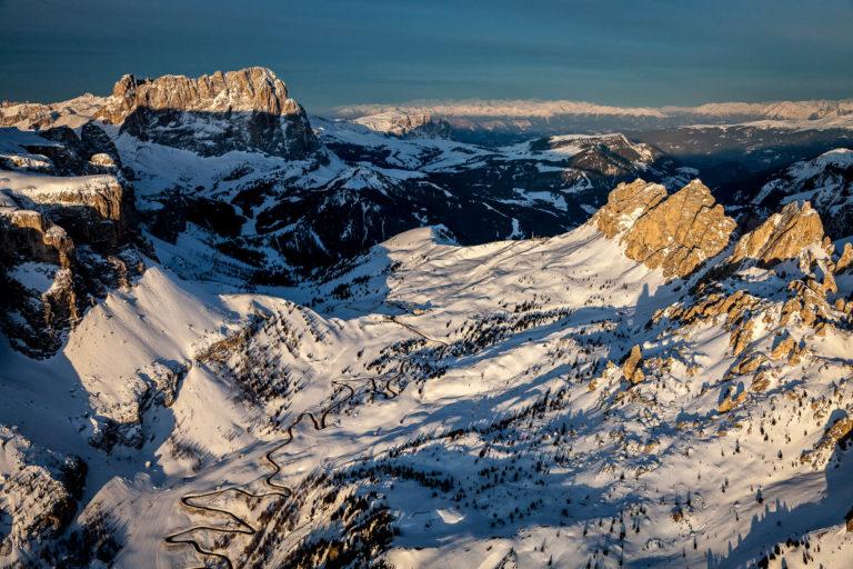 Val Gardena passo Dolomiti strada Alto Adige montagne alba neve inverno