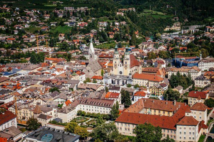 Brixen Eisaktal Südtirol Altstadt historischen Zentrum Aussicht Luftaufnahme Dom Kirche