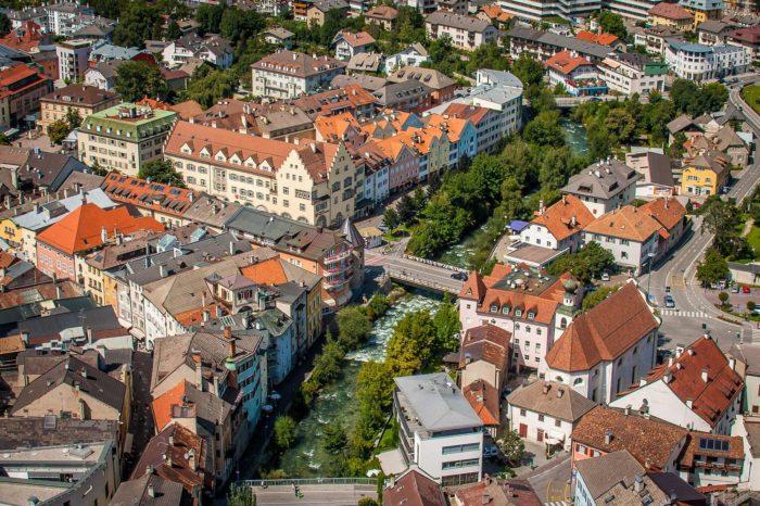 Bruneck Pustertal Altstadt Rienz Südtirol historisches Zentrum Luftaufnahme