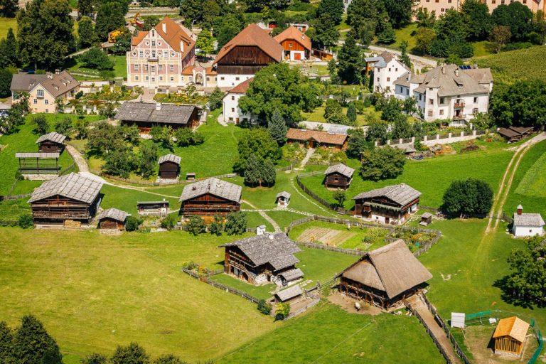 Volkskunde Museum Dietenheim Bruneck Brauchtum Kultur Bauernhaus Pustertal Südtirol Luftaufnahme