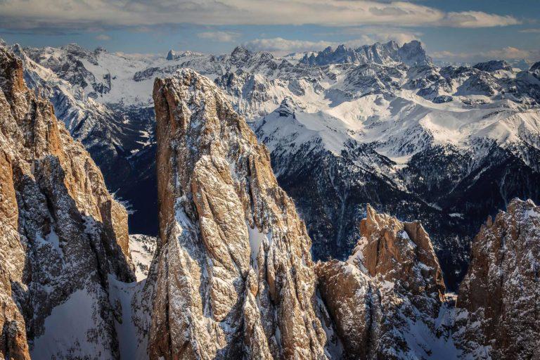 Dolomiten Südtirol Berge Landschaft Unesco Worldheritage Winter Schnee Gipfle Luftaufnahme