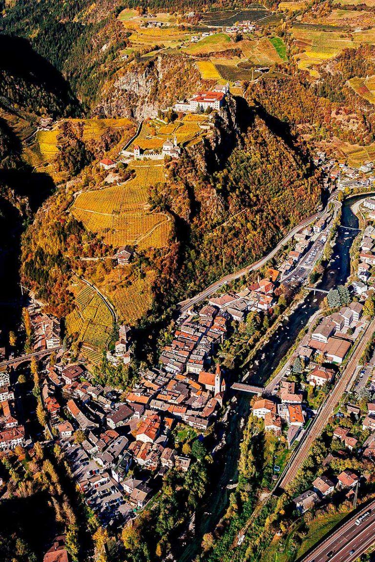 Klausen Eisaktal Kloser Säben Herbst Südtirol Weinberge
