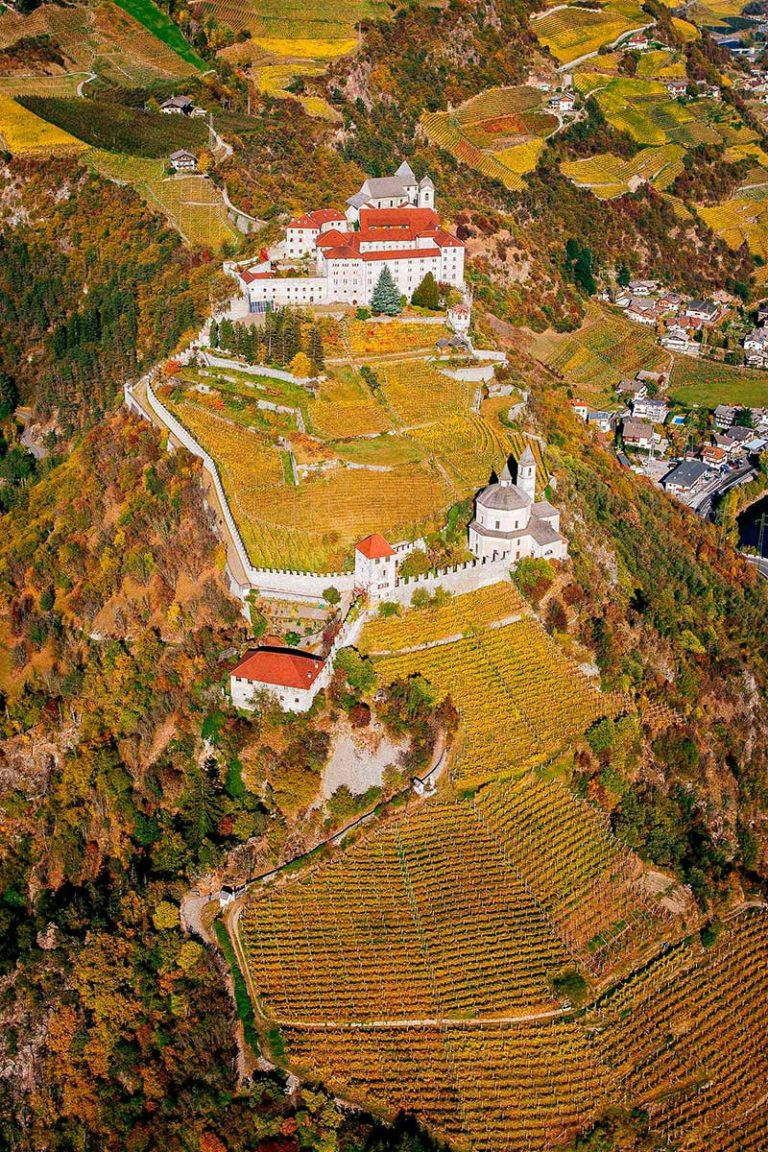Klausen Kloster Säben Herbst Eisaktal Südtirol Weinberge