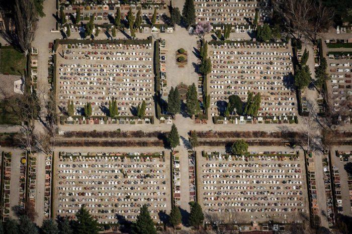 Meran Friedhof Südtirol urbane Perspektive Burggrafenamt Symmetrie Luftaufnahme geometrisches Muster