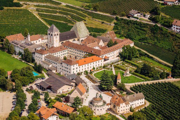 Kloster Neustift Vahrn Brixen Südtirol historisches Bauwerk Luftaufnahme