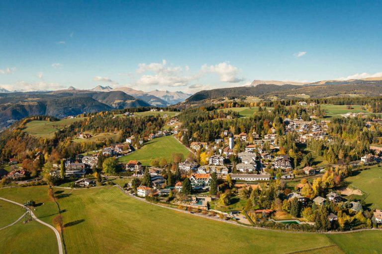Oberbozen Ritten Herbst Südtirol Landschaft Ortschaft Luftaufnahme