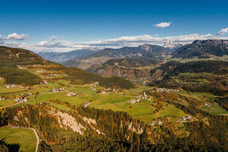 Ritten Klobenstein Erdpyramiden Landschaft Herbst Südtirol Landschaft Seiser Alm Luftaufnahme