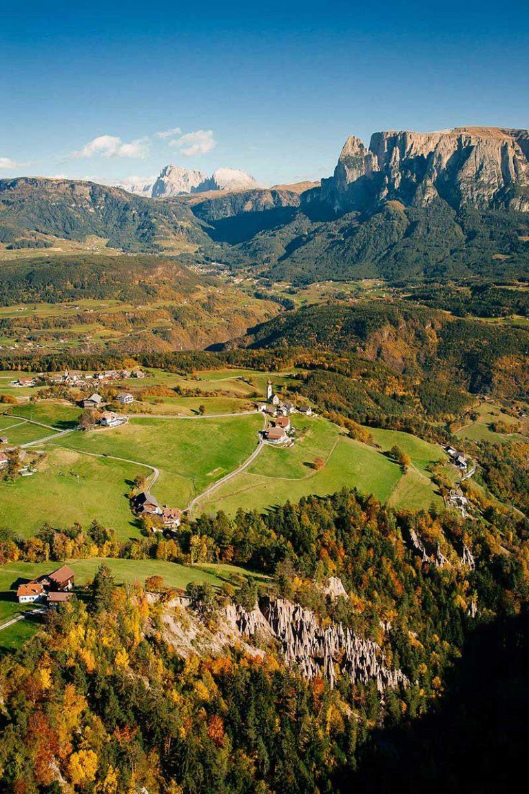 Ritten Erdpyramiden Klobenstein Landschaft Südtirol Herbst Schlern Seiser Alm Luftaufnahme