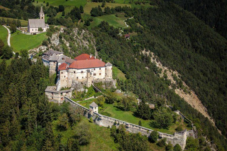 Schloss Rodenegg Südtirol Eisaktal Burg historisches Bauwerk Kultur