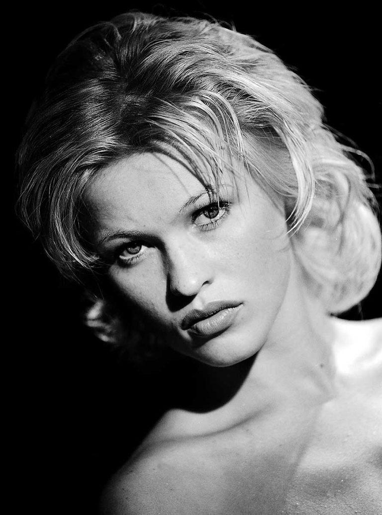 Portrait Menschen Women People Schoenheit Beauty nude Studio blackandwithe Giulia