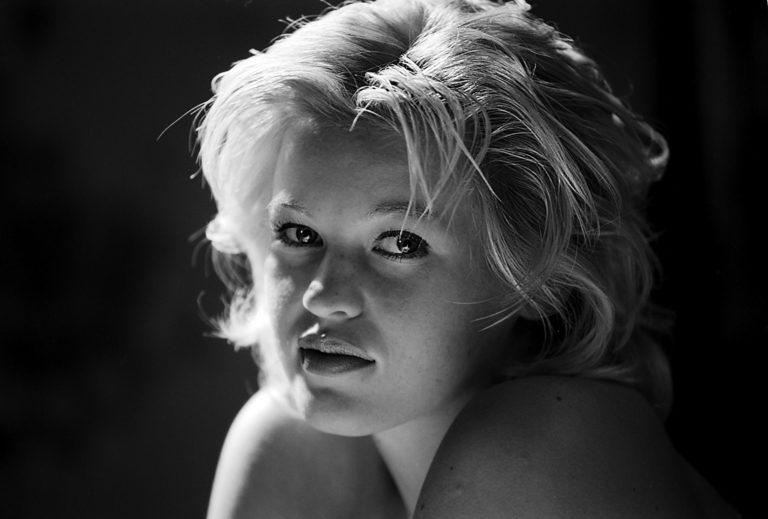 Portrait Menschen Women People Schoenheit Beauty nude Studio lowlight blackandwithe Giulia
