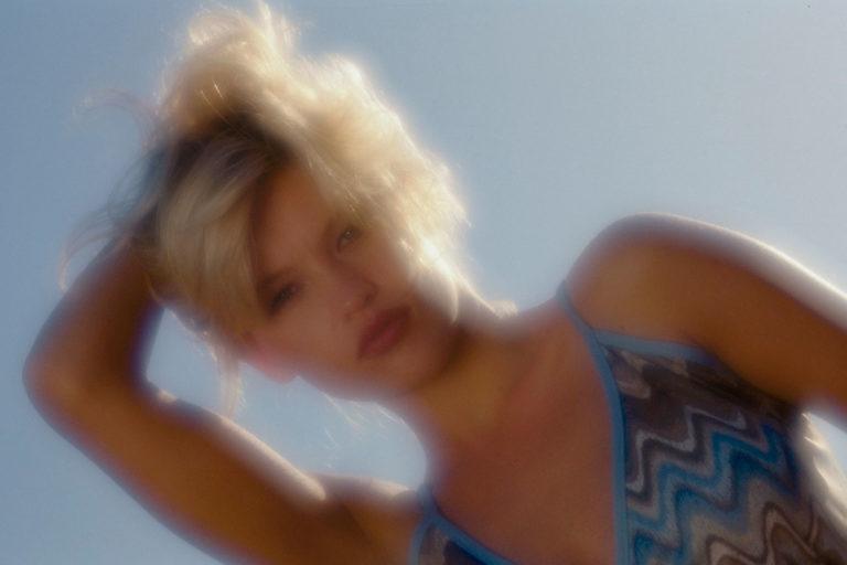 portrait people woman beauty outdoor softfocus blond