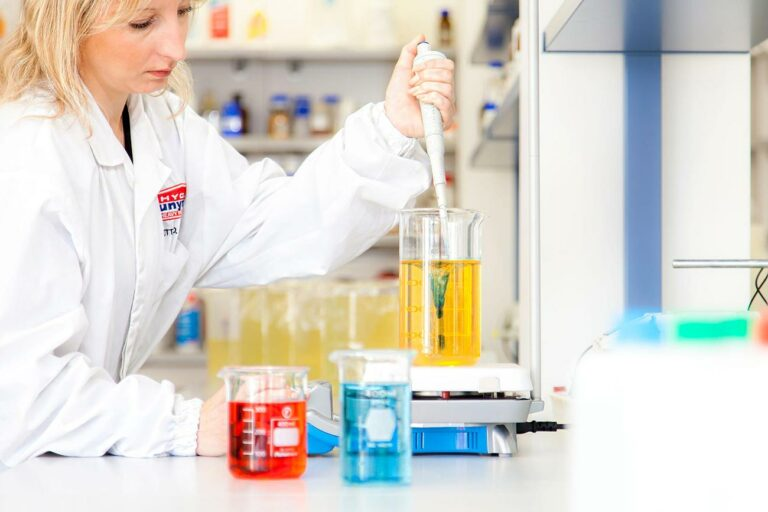 Hygan Leifers Südtirol Forschung Entwicklung Technologie chemisches Labor Reinigungsmittel