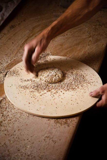 Trotnerhof Schüttelbrot handarbeit Tradition Urlaub auf dem Bauernhof Bäckerei Oberbozen Ritten Südtirol